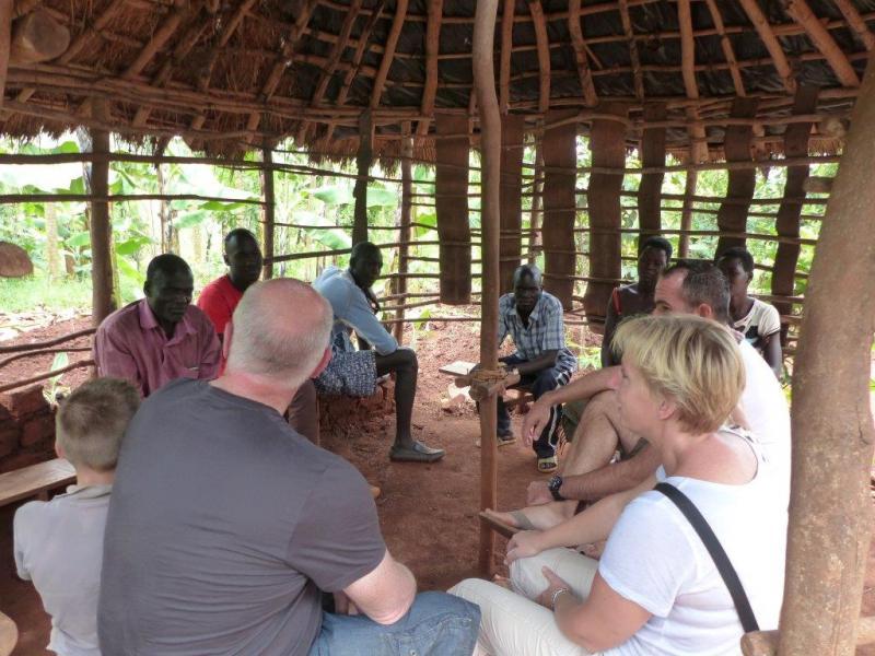 Op bezoek in het 'kantoor' van Paul Okello.