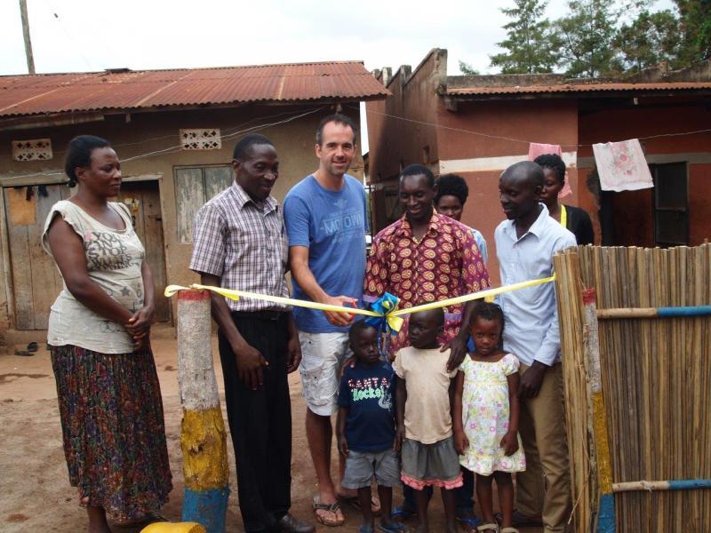 De officiële opening van Noah's Arc infant's school.