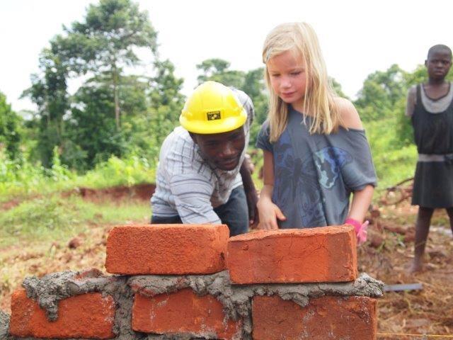 Ook Noa heeft meegeholpen met bouwen.